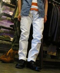 ホワイトジーンズ